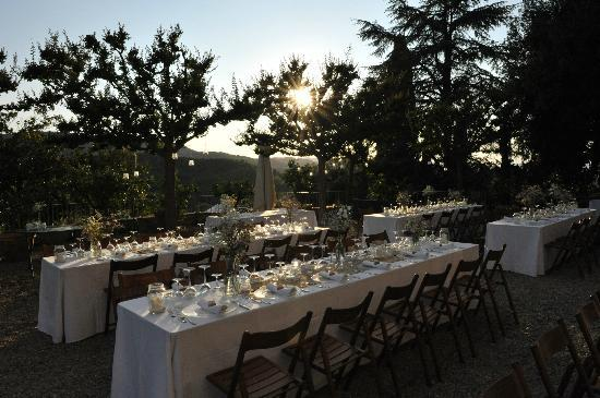 Wedding dinner on Petrolo terrasse