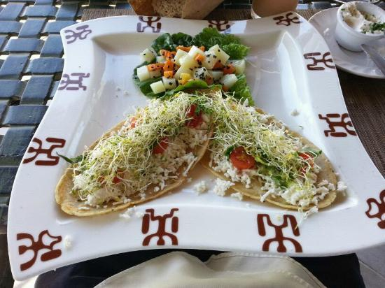 El Ameyal Hotel & Family Suites: Comida en el restaurante vegetariano