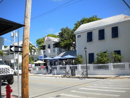 La Te Da Hotel: Corner where we parked (Catherine and Duval)