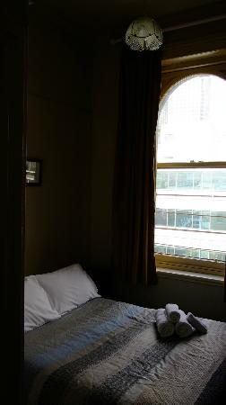 Shakespeare Tavern & Hotel: 小小的房間,但是兩人空間很夠
