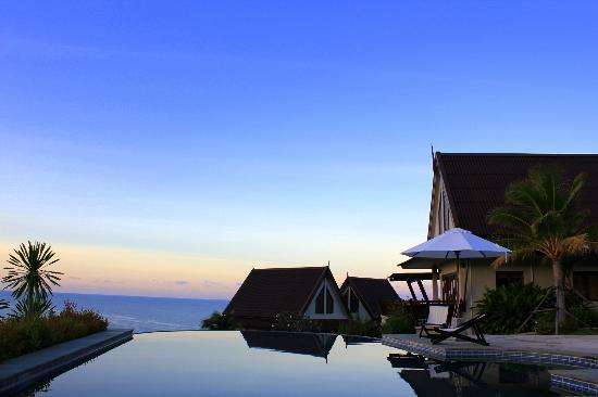 Baan KanTiang See Villa Resort (2 bedroom villas): The silhouette of Yellow Villa on the pool