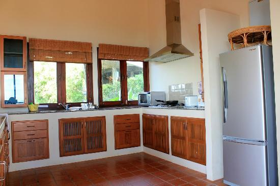 Baan KanTiang See: The fully equipped kitchen