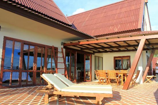 Baan KanTiang See: The vast balcony with all sort of relaxing chairs and dining place