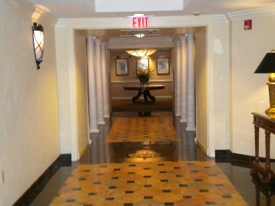 Riverside Hotel: Hallway on 10th floor