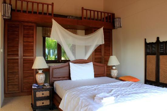 Baan KanTiang See Villa Resort (2 bedroom villas): The master bedroom