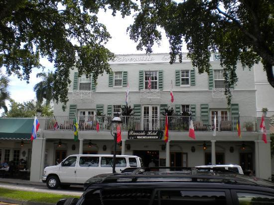 Riverside Hotel: Las Olas entrance