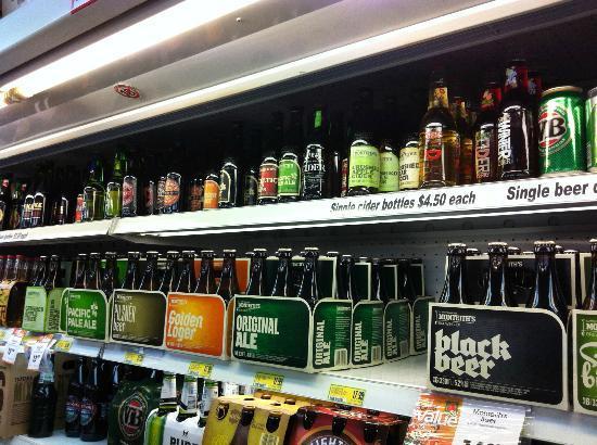 واي إيتش إيه ليك تيكابو: 附近商店的啤酒琳琅滿目 