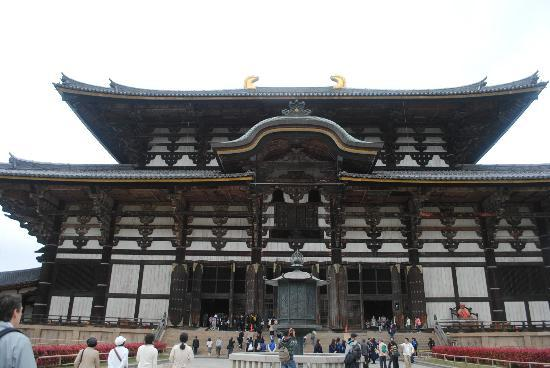 Todaiji Temple: closer view
