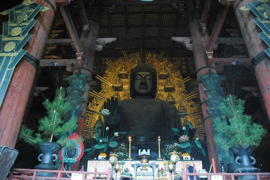Todai-ji Temple: the big temple houses a big Buddha