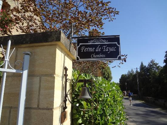 Ferme de Tayac: Welcome sign
