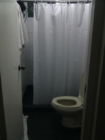 BSA Tower: Studio Bathroom