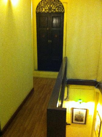 Niras Bankoc Cultural Hostel: Hallway
