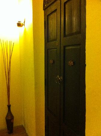 Niras Bankoc Cultural Hostel: Door to my room