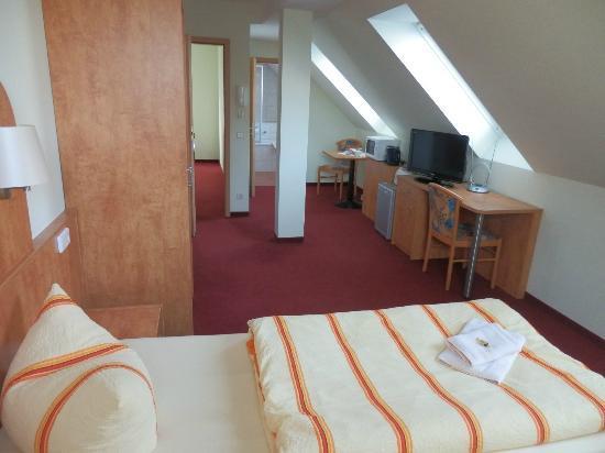 Pension Am Findling : Doppelzimmer-Dachgeschoss