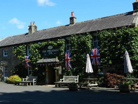 Pheasant Inn Restaurant: A sunny day at the Pheasant Inn