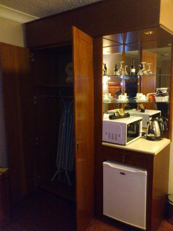 Waldorf Leura Gardens Resort: Minibar with microwave