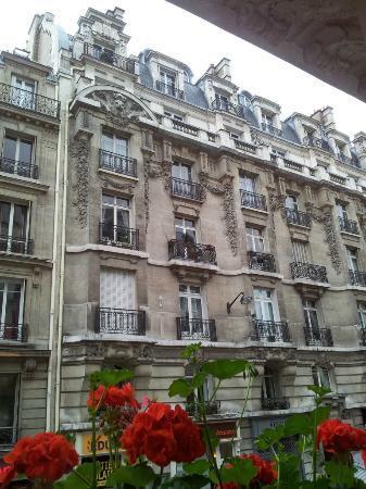 โรงแรมนิวโอเรียนท์: View from street facing room