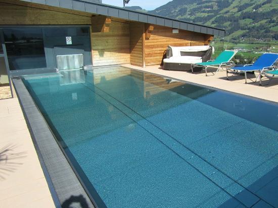 Alpina Zillertal: Wellnesspool im 5.OG mit Ausblick