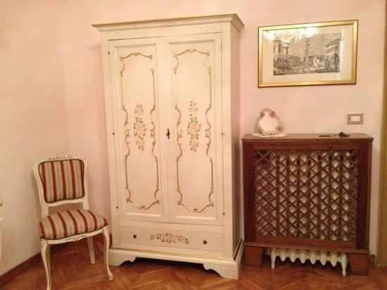 Locanda Novo: Lovely wardrobe