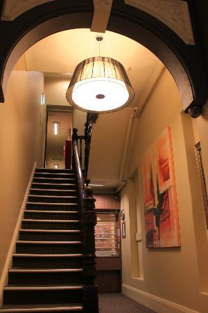 Macleay Lodge Sydney: Entrance / Reception area