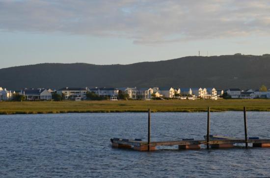 Knysna River Club: La vista sulla laguna dal nostro portico 1