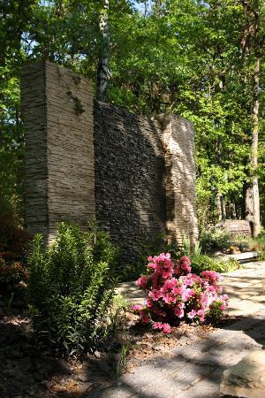 Chambres d'hôtes l'Intemporelle : Bassins et mur d'eau