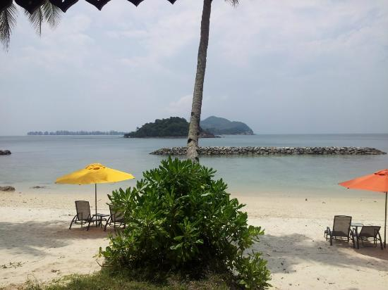 Sibu Island Resort: Beach 2