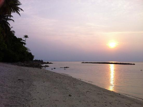 Sibu Island Resort: Beach 2 sunset