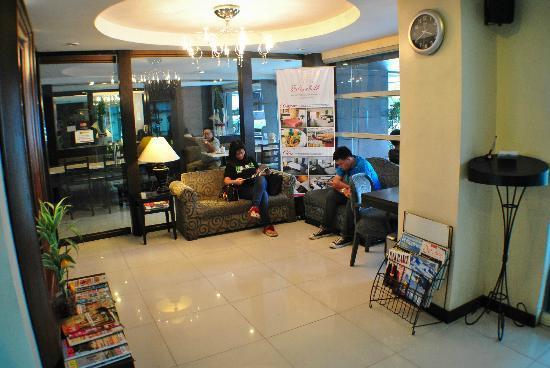 Fersal Hotel Neptune Makati: Lobby