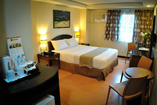 Fersal Hotel Neptune Makati: Premium Deluxe