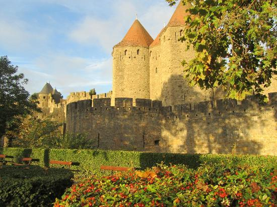 Hotel Montmorency: City walls at sunrise