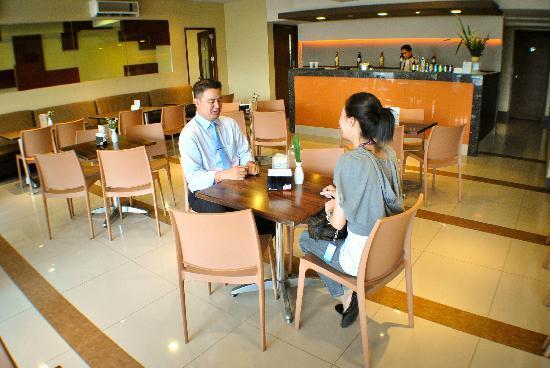 فيرسال هوتل كاليان: Inn Cafe