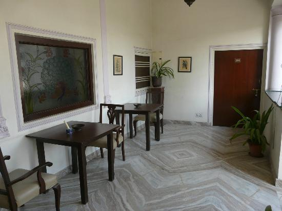 Sugan Niwas Palace: The common area outside the first floor rooms