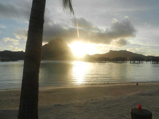 InterContinental Bora Bora Resort & Thalasso Spa: Atardecer desde el hotel