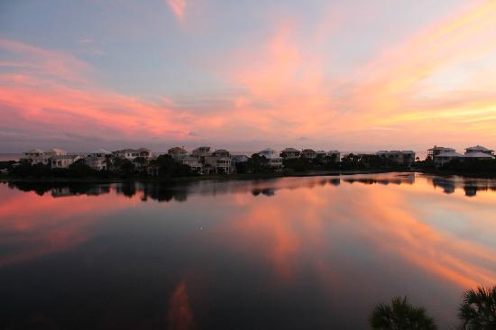 Carillon Beach Resort Inn: Sunset from the balcony overlooking Carillon lake with the Gulf just behind the houses.