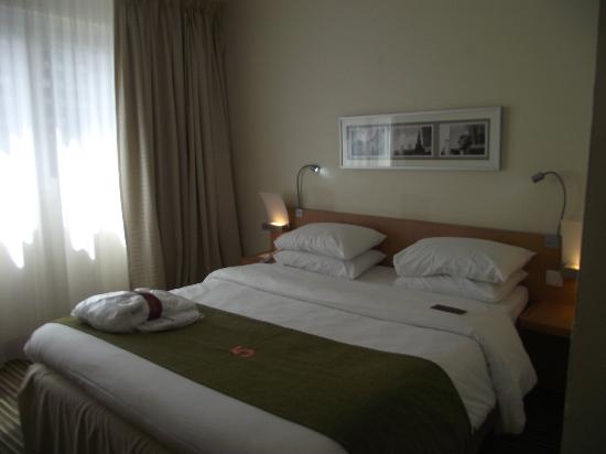 Mercure Paris La Defense 5: Double bed
