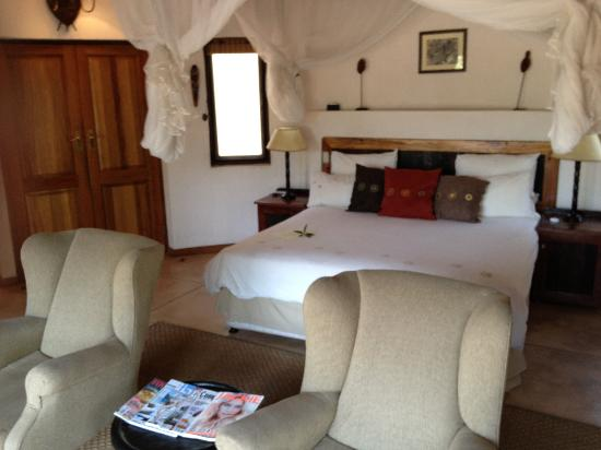 Monwana Game Lodge: bedroom