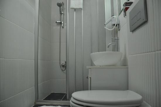 Chef Apartments: Bathroom