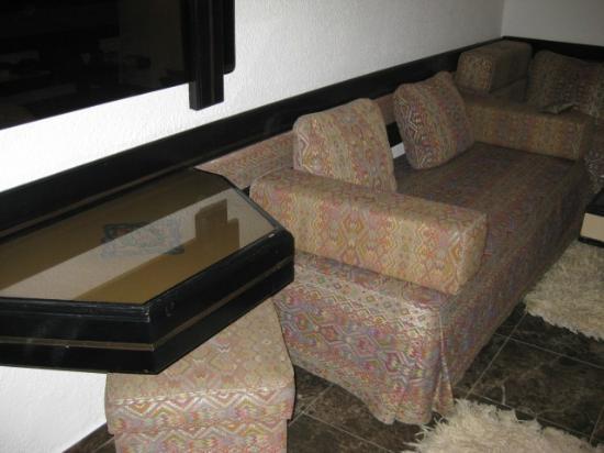 Ourida: sofa set