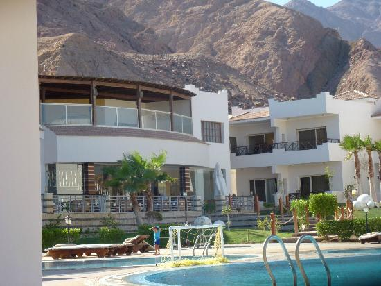 Sea Sun Hotel Dahab: hotel nestled between the mountain and the beach