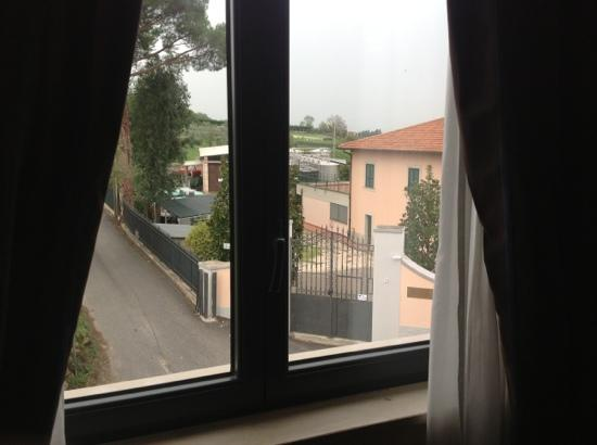 Green Hotel Poggio Regillo: vista camera sulla strada