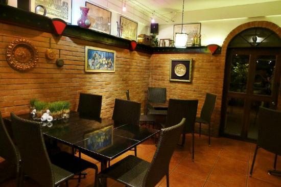 Giuseppe's Italian-Filipino: cozzy interiors