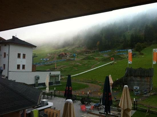 Hotel Bacher Asitzstubn: slopes - view from the room