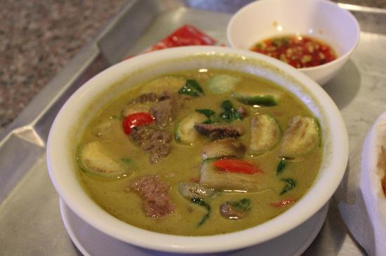 Dynasty Inn: A green chilli curry from room service - Delicious!