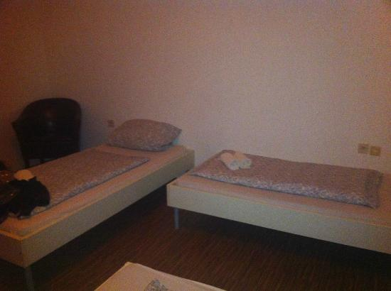 The Ringhaus : Does this look like a king size bed?