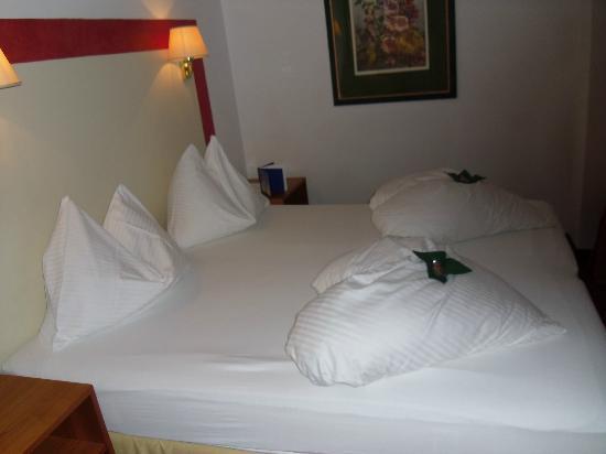 GORITSCHNIGGs Hotel : organizing bed