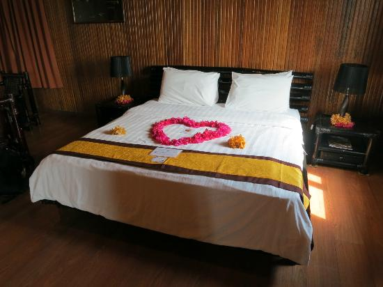 Pom Pom Island Resort & Spa: Our decorated bed