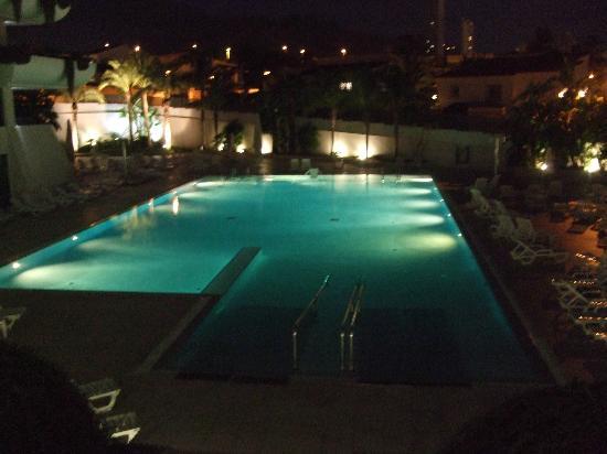 Hotel Deloix Aqua Center: night view