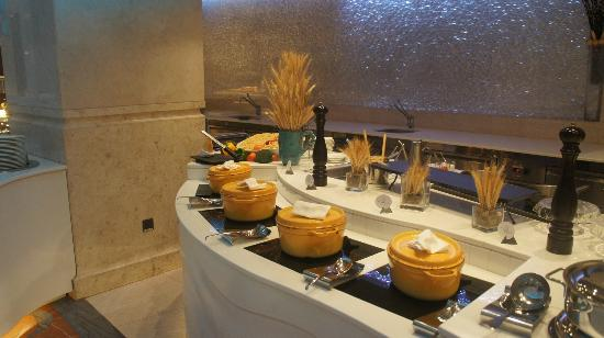 The St. Regis Saadiyat Island Resort: Buffet