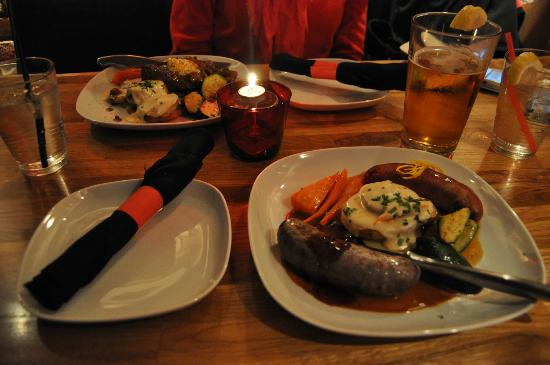 Downstream Restaurant & Lounge : Elk burger and bison & duck sausages in a dim and cozy atmosphere